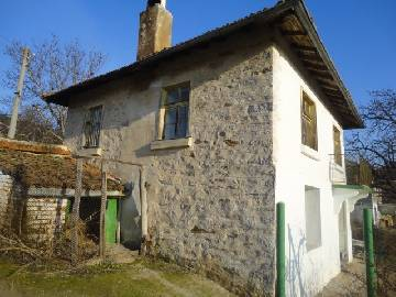 VL 769  Lovely plot, summer kitchen, additional outbuilding, Internal bathroom, Solid house built from Stones!
