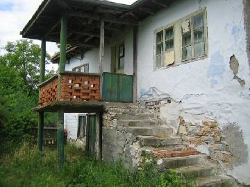 PL 333 Solid two storey house 40min drive by car to Burgas in lovely hilly region!