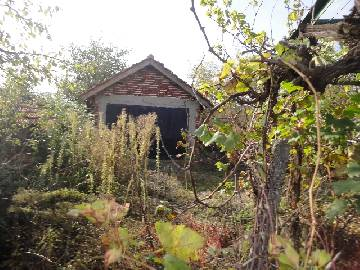VL 842 Cute Rural House 30min drive far from the Sea and the city of Burgas, 5km far from the newly built Trakia Highway, Top Location, Top Price, very good condition, Strongly Recommended, additional Summer Kitchen, vast plot of land in regulation, 15min drive to Karnobat town!