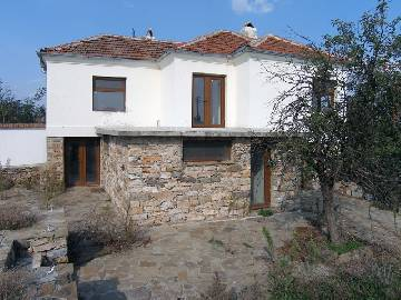 VL 845 Newly Renovated Property Ready to Welcome its new owners, located in close proximity to Elhovo town and close to the Turkish Border! Brand New roof, new internal staricase, Fitted Kitchen, 2 bathrooms/WCs, Big Terrace, gated garden, all necessary facilities available!