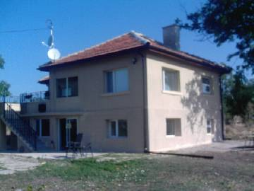 VL 927  This tempting property is situated in a picturesque Bulgarian village, only 25 km away from the town of     Yambol and 30km far from Elhovo. All furniture included at the asking price!