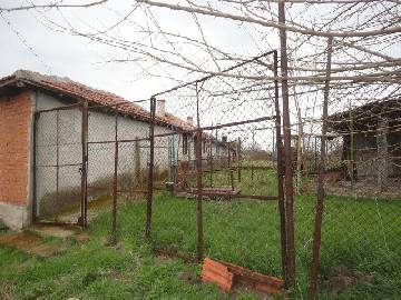 VL 873 Big Familly home with 3000sq.m of land, garage for one car, additional outbuildings available, Solid brick wall along the whole property.