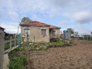 VL 874 This property is located in a village which is a 40 min drive from Burgas and within 10 km  from the closest municipal centre. Good Condition, parking lot, well maintained property, close to the main highway Trakia!