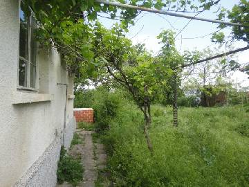 VL 877 Single floor house, 1200sq.m of land in regulation, close proximity to Yambol/Elhovo. Big well developed  village. 2 Additional Outbuildings in the garden!