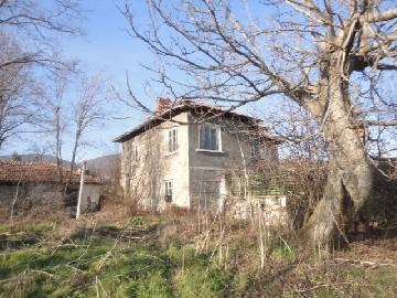 VL 853  An increadible scenery, solid house on corner plot, vast plot of land 1800sq.m in regulation, Ecollogicaly clean area!20km far from Elhovo.
