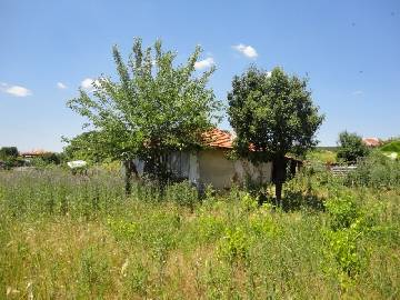 PL 366 Located at the center of the village, Bungalow with good sized plot in need of Renovation, 45km far from Burgas, Top Price!