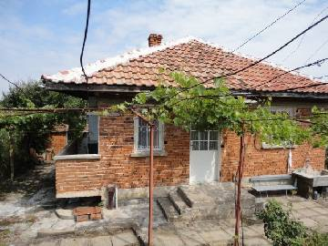 PL 373 This cozy house is situated in the outskirts of the well- known village close to the town of Burgas.