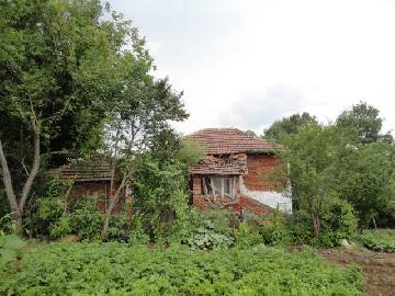 PL 378 Superb two storey house close to the sea! Vast plot of land 2000sq.m!!!