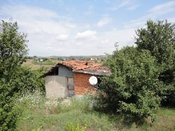 PL 374 Homejust 7 km far from Sredetc town , big plot of land 1800SQ.M, additional outbuildings, close to main highway, 2 bedrooms.