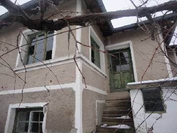 PL 451 Lovely home, attactive price 15km far from Elhovo, at the Outskirts of the village, Marvelous views, well for irrigation, Additional Outbuildings,
