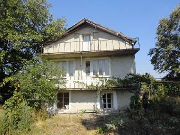 PL 431  Lovely big home 14km far from Burgas and just 3 km far from the new motorway. 4 BEDROOMS, Internal Staircase, Slight Renovated Needed.