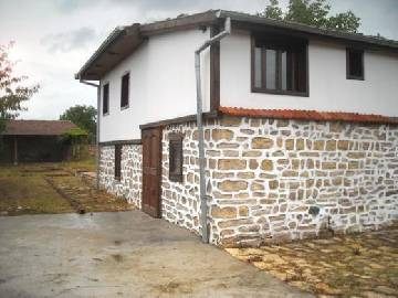VL 946  The property is set in a village just one kilometer away from the E85 international highway.