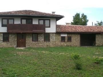 VL 947 Real Beauty with big barn and well maintaned garden!A traditional, fully renovated 3 bedrooms.