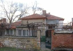 Excellent Holiday home some 40km from Burgas, Solid House is EXCELLENT condition, just 15km from Karnobat. New ROOF, GARAGE for one car, Summer kitchen offering 20sq.m! Big sunny plot with Panoramic Views!