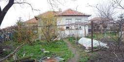 Great Bungalow in well-known village only 30min drive to Burgas, Hospital, New School, Pubs, Regular Bus transport Available!!! The property comes with 3 big red brick outbuildings