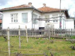 Rural home close to the SEA and at the foot of the Mountain!