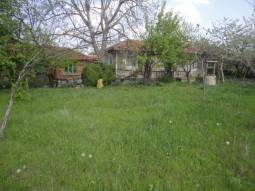 Nice bungalow with lovely plot in regulation, at the outskirts of the village, close to Yambol town, Top Location! Close to the main highway between Burgas and Sofia!!!