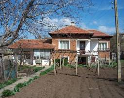 Beautiful house between Pleven and Levski town, good price, Excellent condition!
