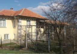 Nice house with big plot 2200sq.m in regulation, 45km from Veliko Tarnovo!