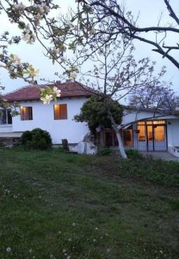 Nice big house with 3 bedrooms 20min dive to Varna!!!