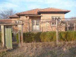 Solid house, Summer Kitchen, outbuilding, vast plot 2000sq.m! 15min drive to Sliven.