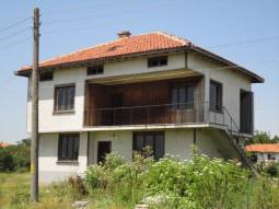 Superb home 10km from the SEA, 30km from Varna town! 3 bedrooms, New Electricty system, New rendering, tiled floors, new roof!!!
