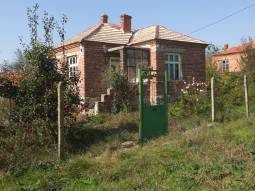 Nice property at the outskirts, in need of Renovation!