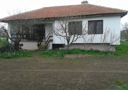 Excellent condition 45min to the SEA, Panoramic views, 3000sq.m of land, edge of village, 12km to Lake!