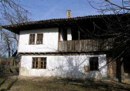Excellent property in Folk style, Additional outbuildings, in the most attarctive part of Old Mountain, 10km from Elena!