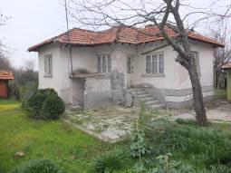 Nice Property in hilly area, well-kept house with Summer Kitchen! 20min to Elhovo!