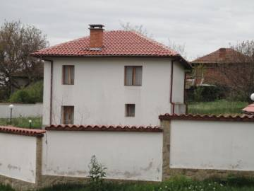 Lovely renovated 3 bedrooms, 50 km to Burgas Airport and 30min drive to beach at Kraymorie