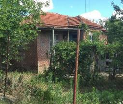 Solid Bungalow - good Structural condition, non leaking roof, 26km from Skorpilovtci SEA Resort