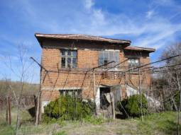 Excellent Condition, at the outskirts of the village, summer kitchen, basement, Additional Buildings! Huge Plot 1000sq.m of land! Close to River and Forest!