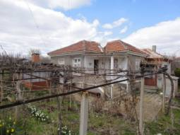 35min drive to the SEA, 1500sq.m of land, big Trellis vine, well for Irrigation, Panoramic Views***