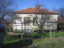 House in excellent condition, at the edge of a village, 40km far from Burgas, offering peace and privacy, TOP Location!