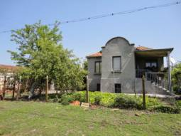 Huge plot of land 2000sq.m, 3 bedrooms, close to Trakia Highway!!!  LIVABLE CONDITION, RENOVATED ROOF