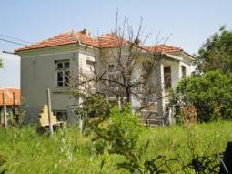 Good-sized home with Strategic Location close to main Trakia Motorway! 30min drive to Burgas, direct access to Trakia Highway!!!