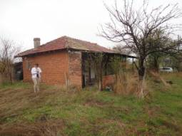 3 bedrooms, close to main highway, Additional outbuildings, Strongly Recommended Property! 20km from Karnobat!!!