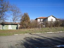 Excellent PROPERTY some 30km away from Burgas and the SEA!!! HUGE plot 2000sq.m of land, Additional Outbuildings!!!