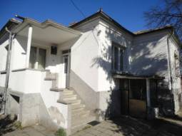 20km from Burgas, 1800sq.m of Land, 3 bedrooms, Very Good Condition, Slight Cosmetic Changes needed!!!