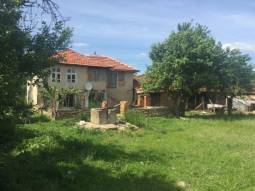 45MIN DRIVE TO THE SEA!!Excellent house 1500sq,m of land, 60km far from Burgas, 13km far from the main highway, close to Karnobat town! Beautiful area, close to the mountain and the Sea!