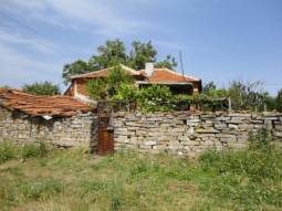 TOP VILLAGE some 35min drive to the SEA, direct access to the highway, lovely Stone Outbuildings, 2000sq.m of land,10km to Karnobat!