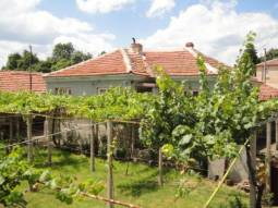 Famous wine producing area, River passing close to the village, 3 bedrooms, EXCELLENT CONDITION!!!