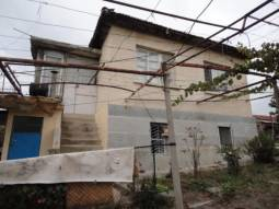 HUGE PLOT 3000sq.m of land, 35km from Burgas and the SEA, Additional outbuildings, Renovated Roof, Well for irrigation, big VINEYARD, 25min drive to the AIRPORT***