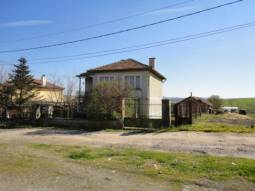 Solid and BIG home 20km from the SEA, 25km from the Airport!!!Top Location, Edge of Village, Main Sewage!!!