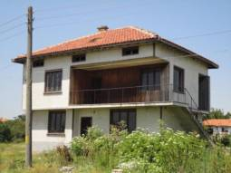 Solid family home with 4 bedrooms 10km from the BEACH!! 20MIN DRIVE to Varna Airport!