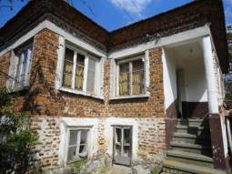 Good-sized home with Strategic Location 30km far from Burgas and close to to main Trakia Motorway! Bargain property!