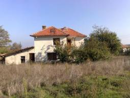 50% off the price Big property 35km far from Burgas -1km far from the Trakia Motorway!