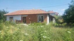 Nice Bungalow, Top Village, close to Karnobat and the Highway!