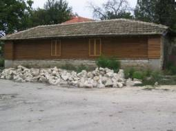 All Brand New Home - 40min to Varna - bramac roof, new windows, new floors, new wooden doors, new septic!!!